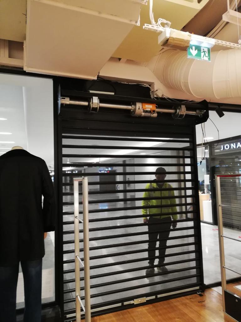 rideaux métalliques magasin